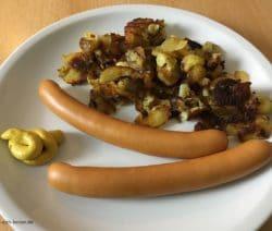 Wiener Würstchen mit Bratkartoffeln