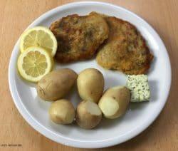 Panierte Schnitzel mit Pellkartoffeln