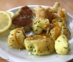 Filetspitzen mit Petersilienkartoffeln, Blumenkohl und Rahmsoße