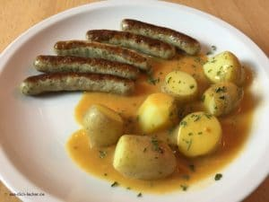 Nürnberger Würstchen mit Pellkartoffeln und Rahmsoße