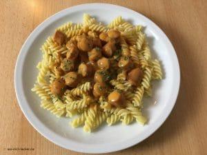 Spirelli Nudeln mit Wiener Würstchen und Rahmsoße