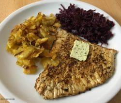 Putenschnitzel mit Bratkartoffeln und Rotkohl
