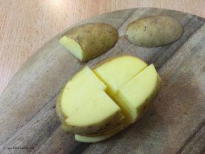 Rohe Kartoffelspalten gestückelt