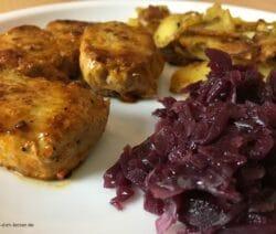 Schweinemedaillons mit Bratkartoffeln und Rotkohl