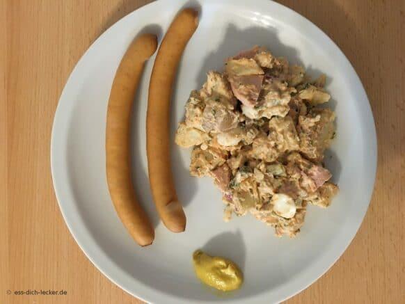 Kartoffelsalat mit Mayo und Geflügelwiener